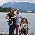 Kleine Reizigers | Met zijn allen wandelend langs de boardwalk van Vancouver